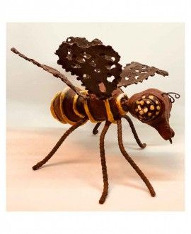 Upcycling Sculpture Bee by Nanin i Mestre