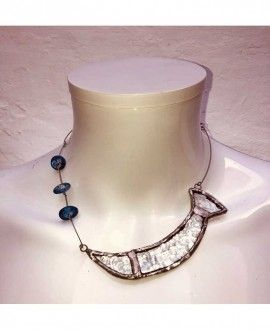 Collar artesanal de cristal reciclado de The Working Glass