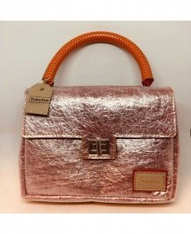 Handmade handbag made with recycled carpet and plastic by Hache Creativa